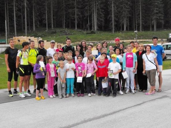 Mladi planinci z našimi biatlonci