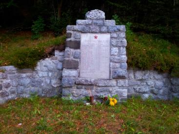 Spomenik padlim borcem v 2. sv.vojni v Plazeh
