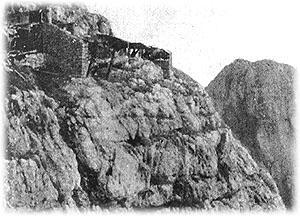 Zasilna bivališča Italijanov, desno vrh Krna