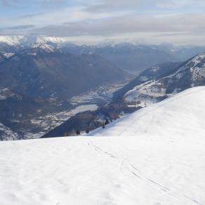 pogled z Matajurja (Mrzli vrh), na desni Kuk (Kolovrat) levo tolminsko hribovje med njima pa dolina Soče. 28.12.2014